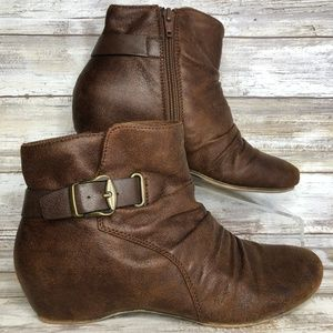 Bare Traps Song 7M Brown Hidden Wedge Ankle Boots